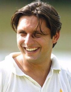 Pakistani-Cricketer-Rising-Star-Shahid-Afridi-Hairstyle-Looks-003